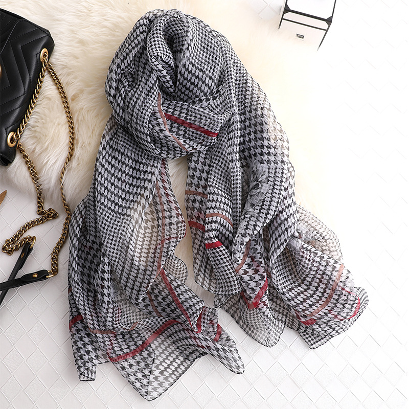 2019 New Arrive Beach Stoles Scarves Plaid Shawls Women Silk Scarf Wrap Bandana Ladies Beach Stoles Female Thin Wraps