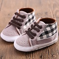 Zapatos de Bebé Primeros Caminante Primavera Verano A Cuadros informal Calzado Infantiles Primera Zapatos Para Caminar Lindo Bebé Zapatillas de Lona Para Los Niños