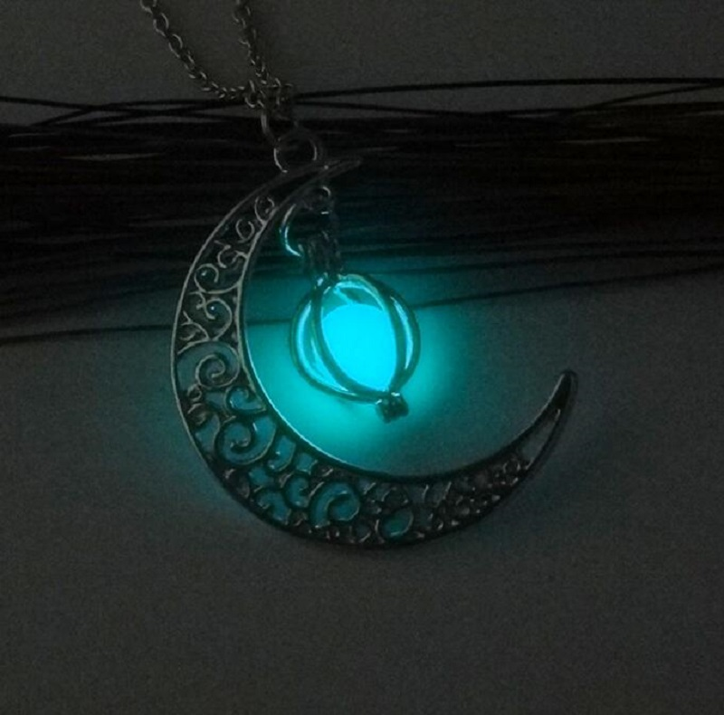 Meirenpeizi Necklaces & Pendants Fashion Sailor Moon Necklace Stone Glow In The Dark  Half Crescent Moon Necklace for Halloween (2)