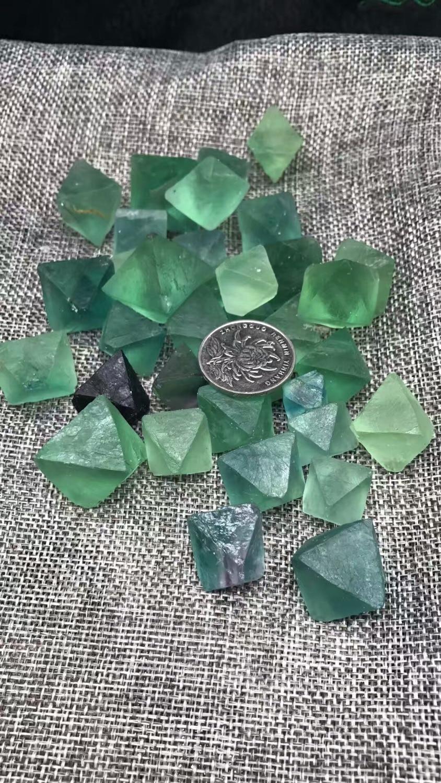 Wholesale Natural Eight Sides Fluorite Crystal Rough Stone Rock Mineral Specimen Planting Aquarium Fish Tank Decor Stone Crafts
