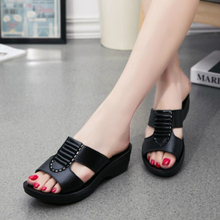 Nouveau été mère sandales mode dames doux et confortable décontracté grande taille chaussures femme pente avec des pantoufles W04