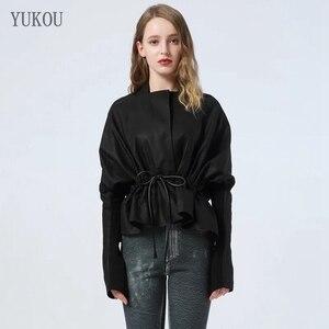 Image 1 - 유럽 스타일 진짜 양피 정품 여성 코트 2019 패션 양피 정품 가죽 짧은 Windcoat 박쥐 슬리브