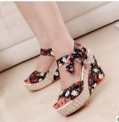 Moda Estilo quente Sandálias Das Senhoras Sandálias de Verão Casuais 2017new Fitas de Impressão Rendas Mulheres Sandálias Cunhas Plataforma Sapatos de Salto Alto