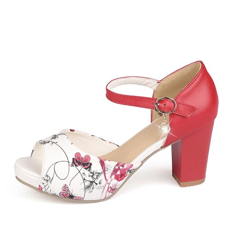2c3708d041 HAIOU Mujeres 2017 Summer Peep Toe Hebilla Bombas de Las Mujeres de Belleza  Bordado Flores Sandalias de Cuero Rojo Sexy Tacones Gruesos Zapatos en  Sandalias ...
