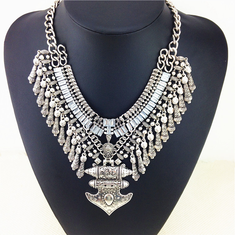 Thick Gorgeous Noble Crystal Fashion Necklace High Quality Punk Style Necklaces & Pendants Big v Shape Accessories Jewelry