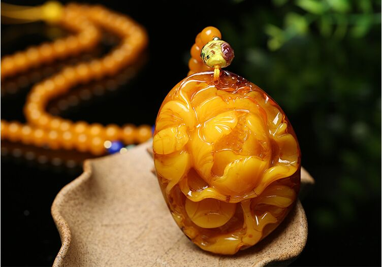 Authentic natural old beeswax peony pendant chicken oil yellow female models flowers sweater chain pendant natural beeswax carp pendant chicken oil yellow old honey carving pendant necklace men and women sweater chain amber jewelry