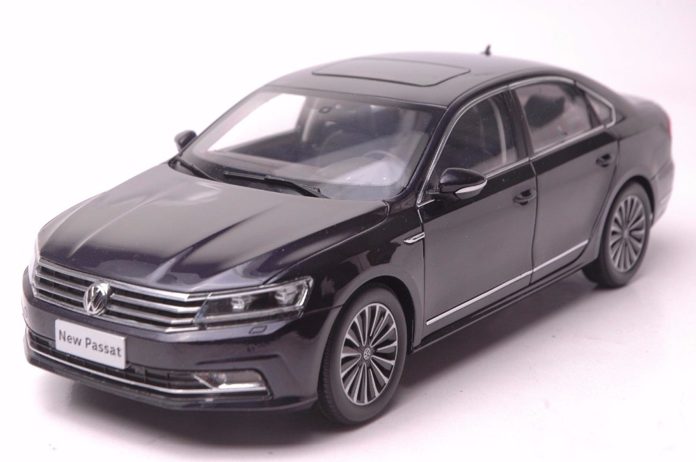 1:18 Diecast Model for Volkswagen VW Passat 2016 Dark Purple Alloy Toy Car Miniature Collection Gifts high simulation 1 18 advanced alloy car model volkswagen golf gti 1983 metal castings collection toy vehicles free shipping