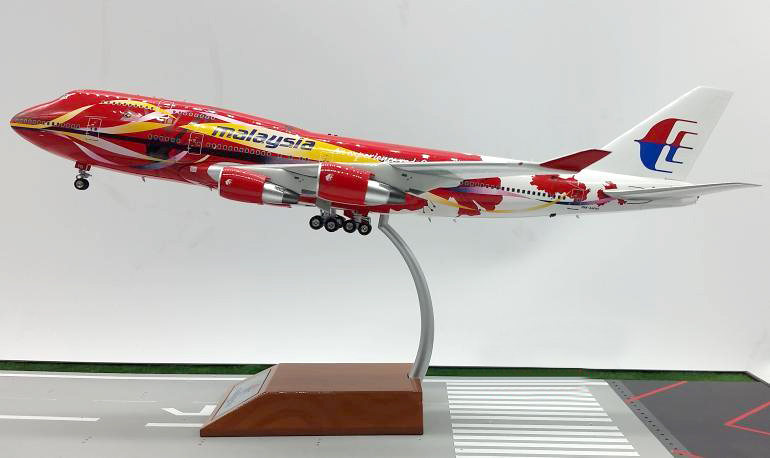 Inflight200 1: 200 Malaysia Airlines Boeing 747 aircraft model alloy Favorites Model jc wings 1 200 boeing 747 8 aircraft alloy model the simulation model alloy aircraft favorites model
