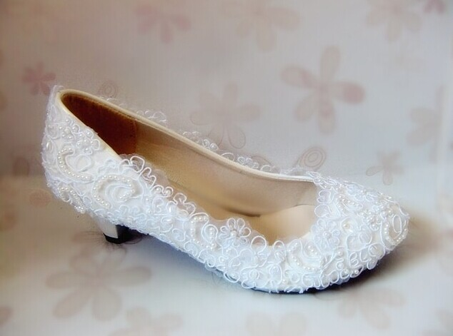 Gorgeous White Lace Flower Formal Shoes Round Toe Bride Wedding Shoes Lady's Party Dress Shoes Women Evening Club Dress Shoes women wedding shoes flat heel round toes plus size bride shoes lady female sweet lace pearls proms dress evening party shoes