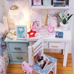 Image 5 - Kit de casa de muñecas de madera en miniatura de cama con luz Led, muebles con cubierta antipolvo, para regalo, miniaturas, gran oferta