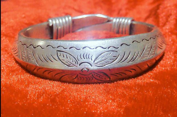 Miao features handmade crafts carved Miao silver bracelet closed Longfeng Bracelet