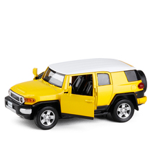 Coche en Miniatura de Metal fundido a presión para niños, Toyota FJ Cruiser 1:32, coche en miniatura de aleación, juguete con tracción trasera, regalo para niños, Envío Gratis