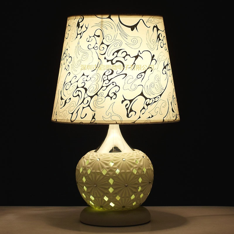 Newest classic American bedroom foyer ceramic table light European fabric table lamp cloth night lampe цены
