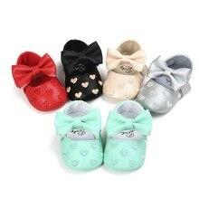Moda Primavera Outono Newborn Primeiro Walkers Couro PU Não-deslizamento Coração Bow-nó Infantil Sapatos De Bebê Bebe meninos Meninas 0-18 Meses