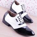 PU de Cuero de Moda de los hombres Los Hombres Zapatos de Los Hombres Zapatos de Vestir Blanco Negro Suave Masculina Zapatos Oxford Con Cordones de La Boda Zapatos de Vestir formales