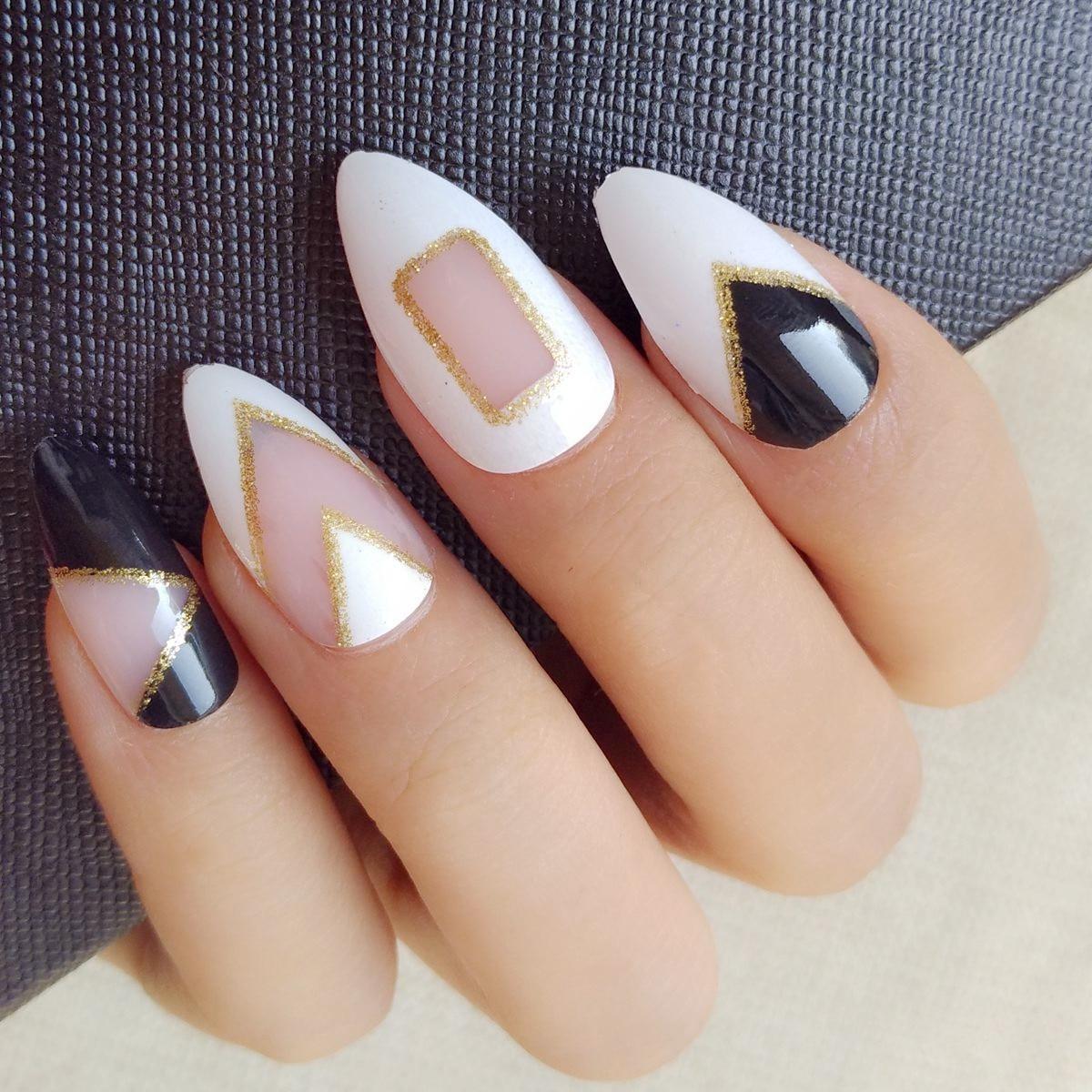 klare schwarze weie kurze stiletto nails glitter acryl geflschte ngel winkel muster hafenpersenning falsche nagelspitze 24 - Nails Muster