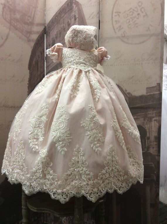 73028e6d3f319 New 2019 Baby Girls Christening Gown O Neck Lace Appliqued Beaded Infant  Girls Baptism Dress with Bonnet White Ivory
