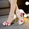 2016 Carrera de la Oficina Moda mujer Partido Atractivos inferiores rojos peep bombas del dedo del pie Plataformas mujer flores de impresión sandalias Más tamaño Grande 34-42