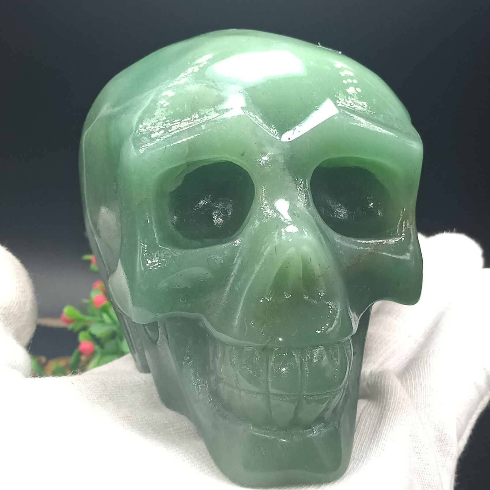 995g meditation and healing of skull carved with natural dongling jade995g meditation and healing of skull carved with natural dongling jade