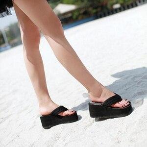 Image 5 - Шлепанцы SH041101 женские для пляжа, сверхвысокие сандалии на танкетке, без застежки, модные тапочки с блестками, на лето