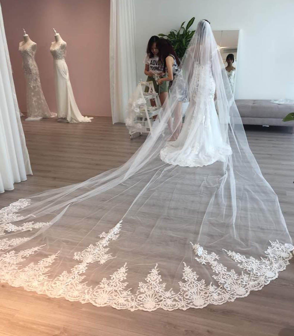 Купить с кэшбэком High Quality Long 4 Meters Lace Wedding Veil One Layer 4M Bridal Veil with Comb Wedding Accessories Welon