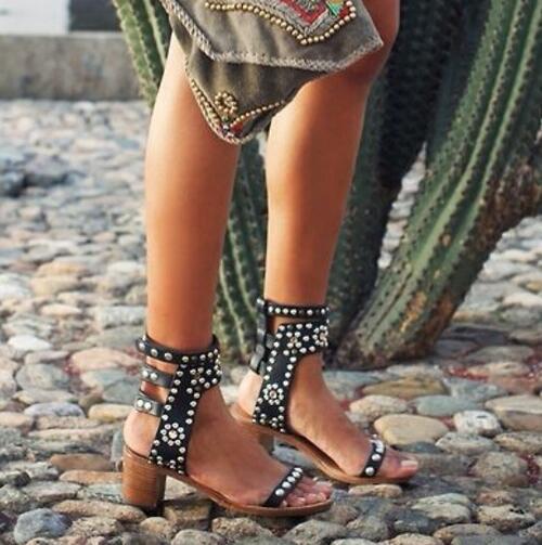 YUE JABON Top Qualité Casual Street Style Boucle Sangle Gladiateur sandales Boucles Rivets À Bout Ouvert Femmes Pompes Taille 35-41 Rome sandale
