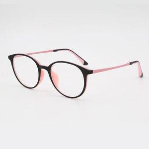 Image 2 - Super Licht gewichteten Ultem Kunststoff Flexible Frauen Brillen Rahmen Optische Verordnung Frau Brillen Farbe Nie Verblassen