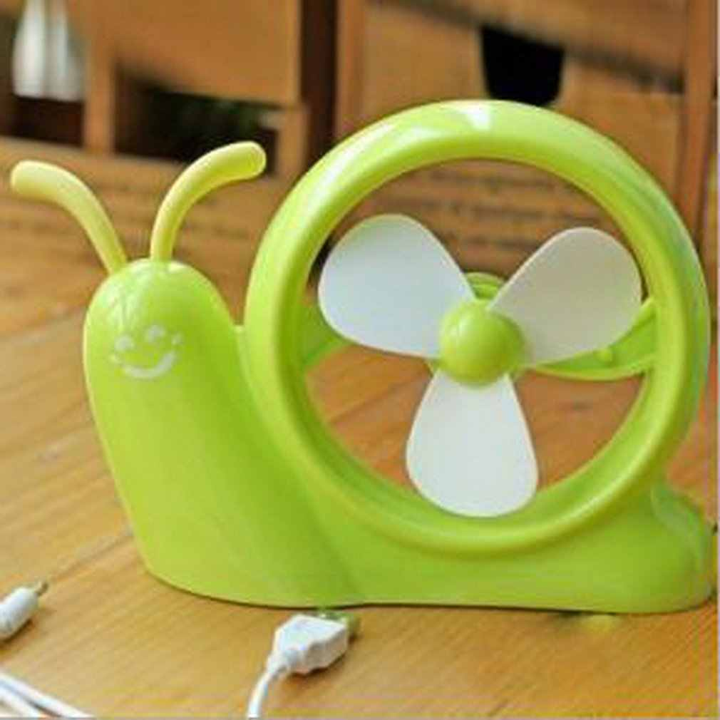 Mini Siput dengan Kuning Fan Di Tanah Rumah Tangga Harian Produk Keluarga Akrab Artikel Penggunaan Sehari-hari