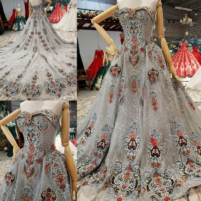 Vintage Silver Glitter Fabric Lace Ball Gowns Wedding Dresses 2018 Saudi  Arabian Sleeveless 3d Flowers Blacklakegirl Bridal Gown 5ff510f0e08c