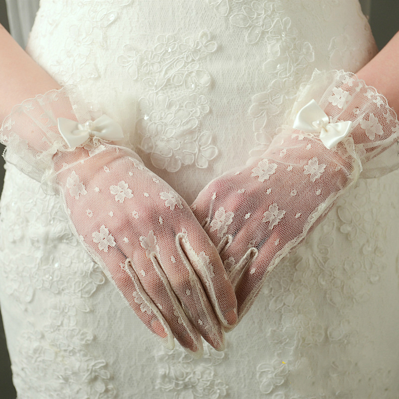Elegant Ivory Lace Short Womens Wedding Gloves Cosplay Party Gloves Wedding Accessories With Bow Wrist Length Wedding Gloves