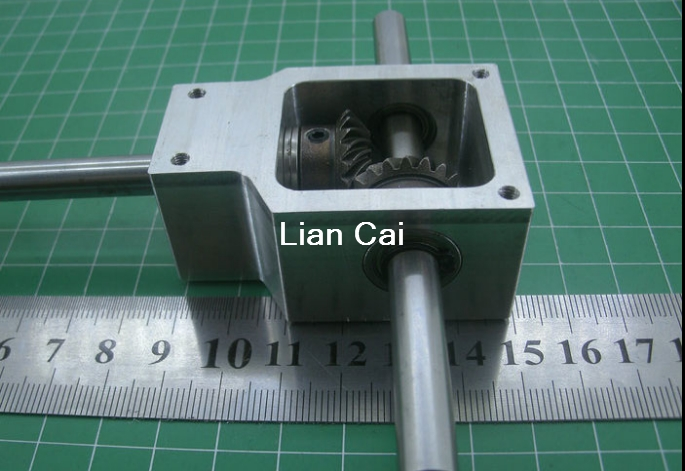 90 degree reversing angle for spiral bevel gear box Small reduction ratio 1 1 Shaft D