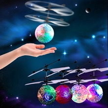 Красочный индукционный подвесной мигающий хрустальный шар светодиодный светильник ing летающая игрушка дистанционное зондирование авиационный светильник игрушки для детей