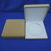 High Quality Beige Color Square Velvet Box For Pearl Necklace & Necklace Jewelry Gift Boxes Packaging