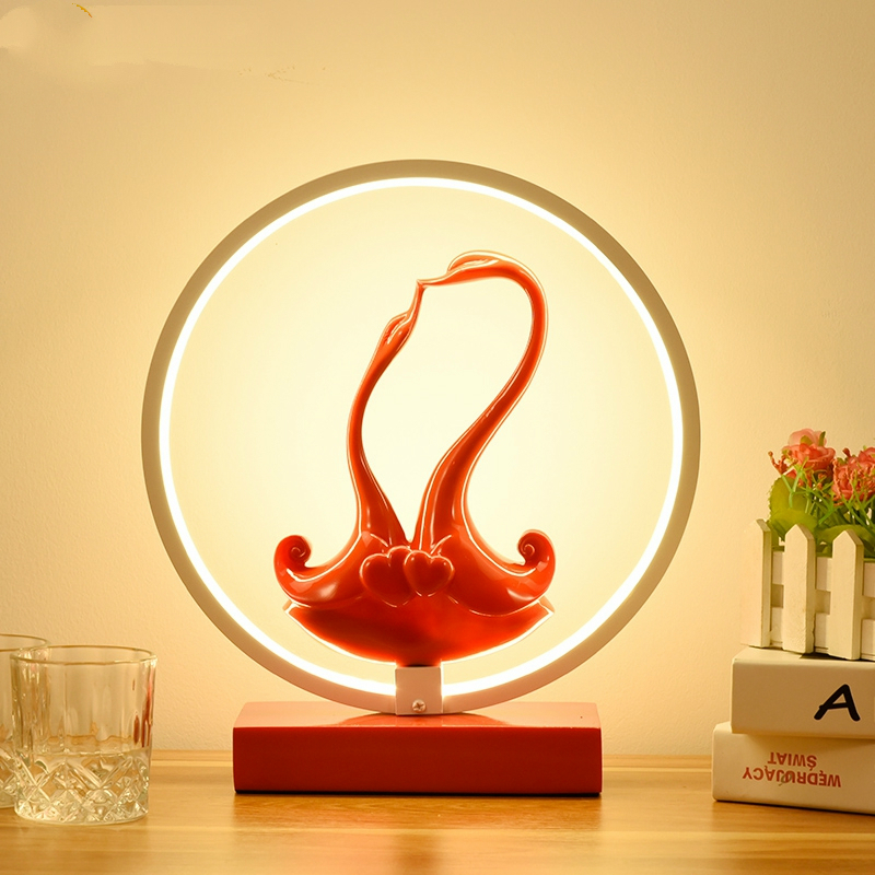 Modern iron red LED table light Nordic swan Resin marriage gift table lamp Princess bedroom bedside lamp deco lighting fixturesModern iron red LED table light Nordic swan Resin marriage gift table lamp Princess bedroom bedside lamp deco lighting fixtures