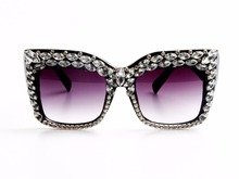 2017 Women Sunglasses Fashion Bling Rhinestones Vintage Shades Ladies Oversize Men Sunglasses Brand Designer