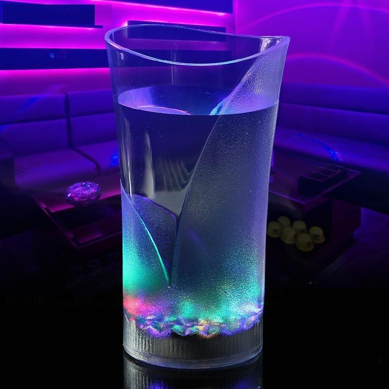Liquide D'induction Boisson Tasse Clignotant Lumière Led De Tasse En Verre Coloré Vase Barware Partie Mariage Clubs Bouteille D'eau Riche Et Magnifique