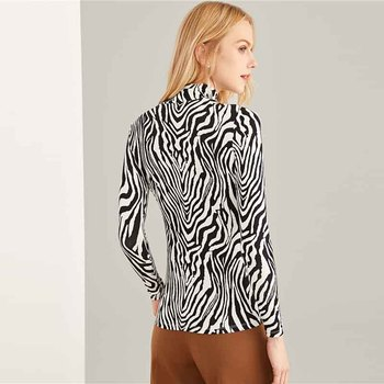 Blusa ajustada cebra manga larga cuello alto 1