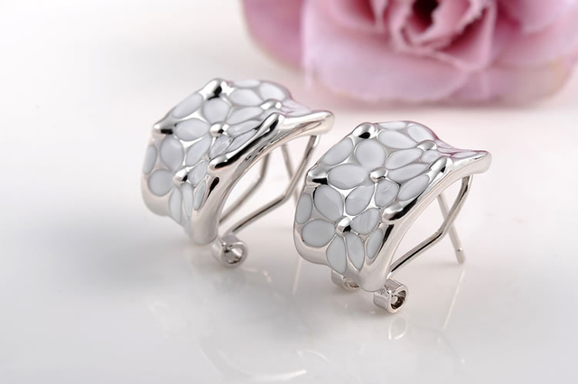 White Flower Motif Rhinestone Clip Earrings With Matching Ring