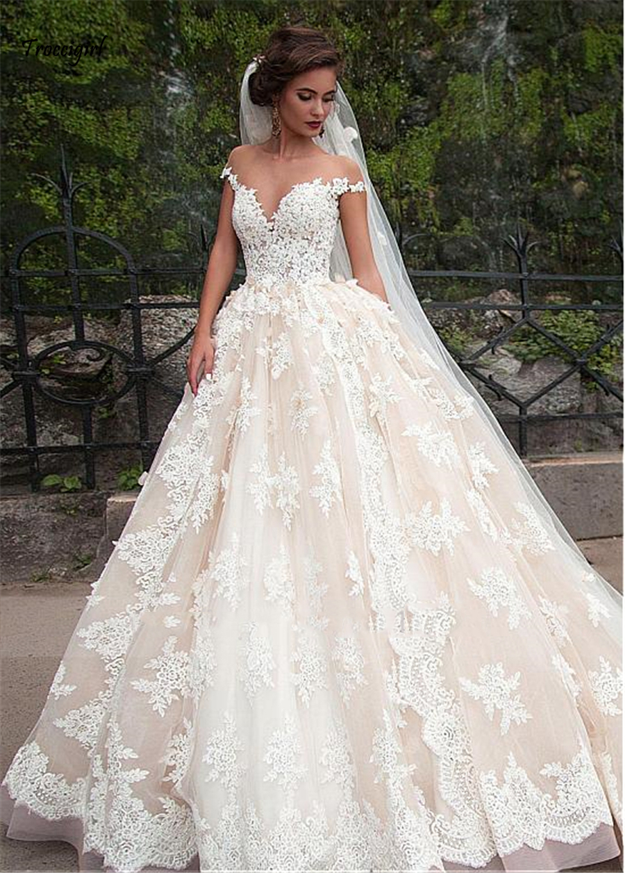 Fantastic Tulle Bateau Neckline Ball Gown Wedding Dresses With Lace Appliques Champagne Lace Bridal Gowns