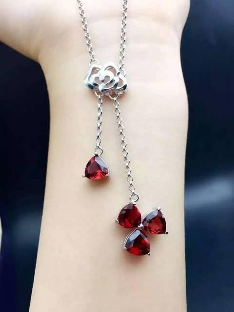 7a3ad0b9de0f Piedra natural granate rojo collar pendiente natural de la piedra preciosa  S925 moda caja triangular Mujeres