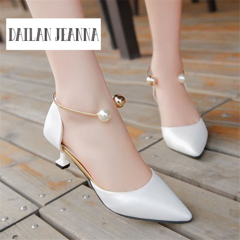 2017, spring and summer, the new Korean version, pointed hollow high heels, metal pearl, ladies, shoes and shoes 2018the new women s patent leather and shoes classic korean version of the classic korean shoes red wedding shoes