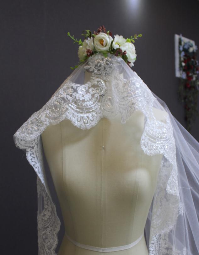 2016 New Romantic Lace Edge One Layer 3 meter Bruidssluier zonder kam - Bruiloft accessoires - Foto 4