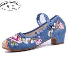 1696bf28c Chinês do vintage Mulheres Bombas 3-5 cm Saltos Altos Mary Jane Sapatos  Bordados Sapatos
