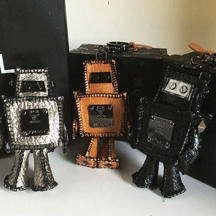 Cute 3D Leather Robot Keychaincar Key Chains Key Holder Women Leahter Bag Accessories Pendants