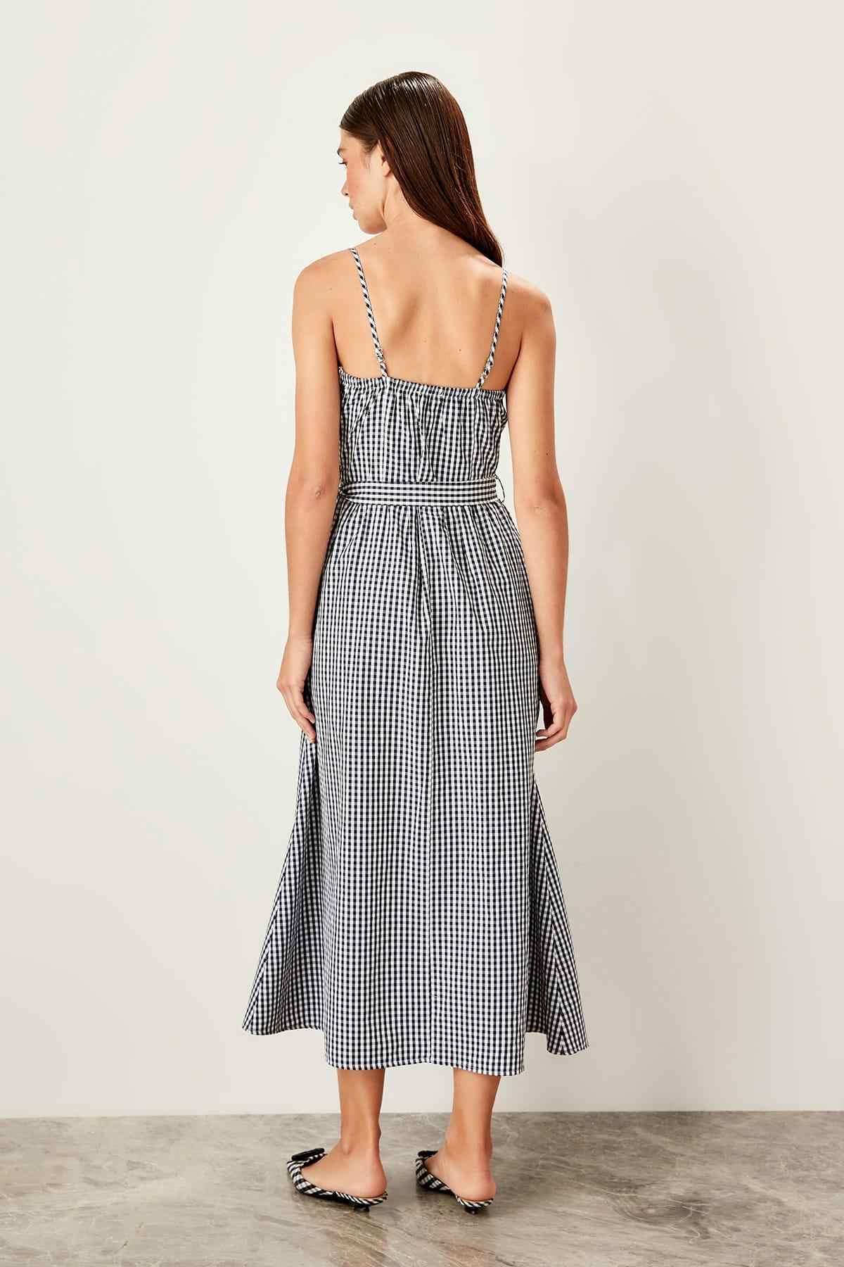 Trendyol темно-синее платье с поясом TWOSS19OA0042