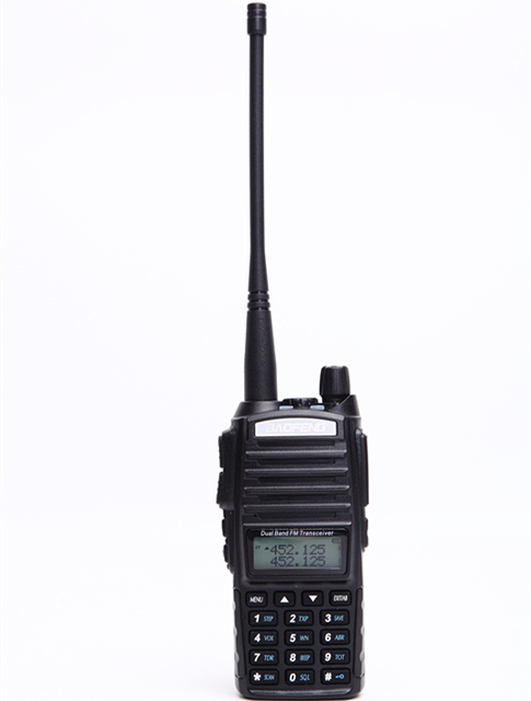 Baofeng UV 82 walkie talkie 10 km dual PTT a due vie wireless dual band tenuto in mano portatile UV 82 ricetrasmettitore