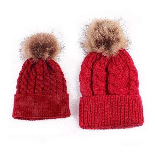 Maman Et Bébé Tricot Garder Chapeau Chaud Famille Correspondant Tenues  Femme Hiver chapeau Nouveau-Né 8825d69fb4c