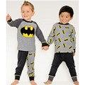 2017 Nuevos Muchachos Niños Trajes Casual Batman 2 Unids ropa de Dormir de Manga Larga Pijamas de Dibujos Animados Se Adapte Envío Libre