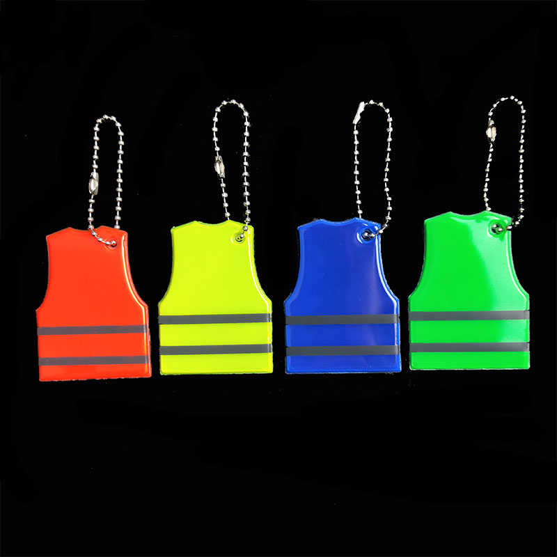 Wholesale 100pcs Vest model Reflective keychain bag pendant accessories High visibility keyrings for traffic visible safety