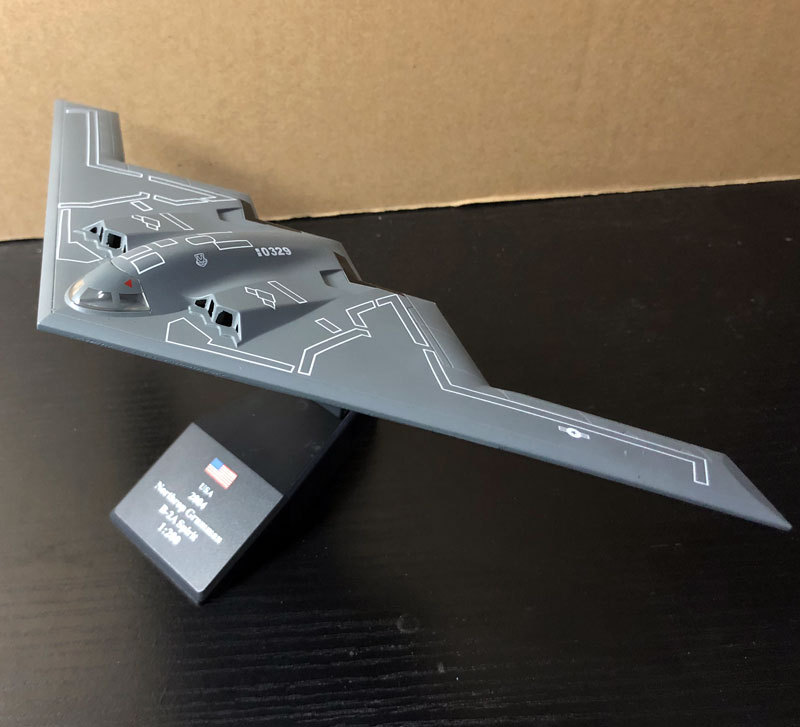 AMER 1/200 Scale Military Model Toys B-2 Stealth a...